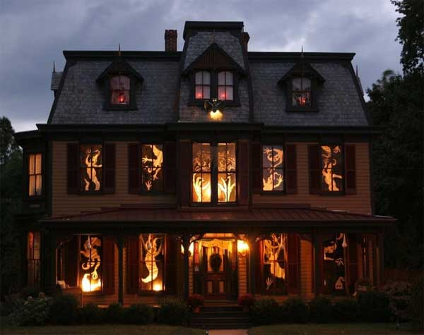 Craziest-Halloween-Decorated-Houses-2