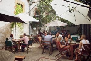 courtyard-moores-jarradseng
